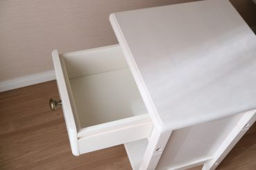 ベルメゾン「ベッドサイドナイトテーブル」(ホワイト)の引き出し画像アップ