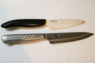 上が京セラのセラミックペティナイフ、下が譚彦彬のペティナイフの比較画像