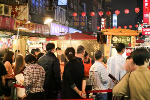 饒河街観光夜市 福州世祖胡椒餅の店頭行列の様子