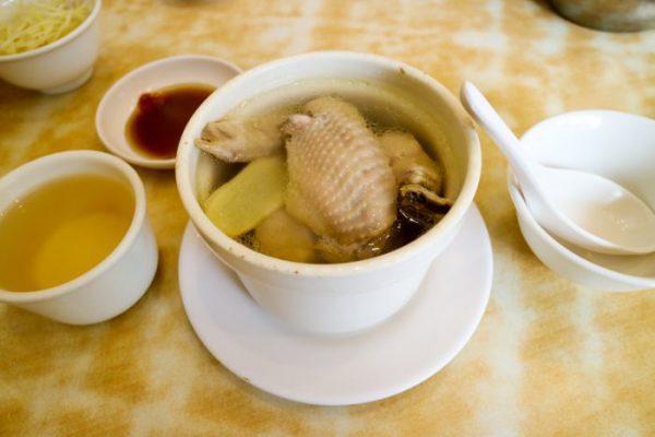 台北グルメ:中正紀念堂「黄龍荘」の鶏肉スープ