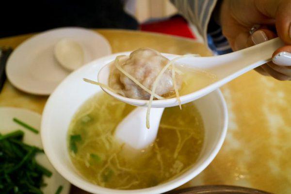 台北グルメ:中正紀念堂「黄龍荘」の小籠包用卵スープ