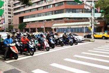 台北(中正紀念堂)周辺の原付集団