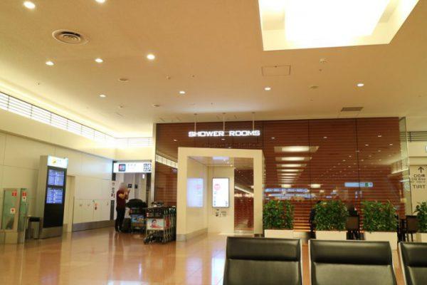 深夜の羽田空港国際線2階到着ロビーシャワールーム