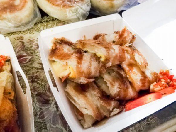 台北・中正紀念堂「 煎台兄弟」の蛋餅(チーズ)