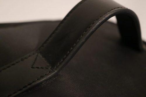 無印ナイロンメイクボックス(黒・ブラック)取手部分