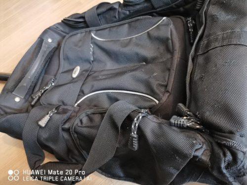 壊れたソフトスーツケース