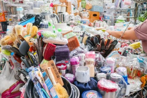 タイ バンコク旅行 サマゴーン市場 キッチン雑貨 食器