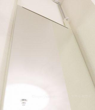 日本製 つっぱり式 突っ張り鏡 幅40cm ホワイト 棚板 ハンガー 吊り下げ収納 壁がけミラー